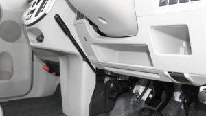 フットブレーキを手で操作するためのレバー